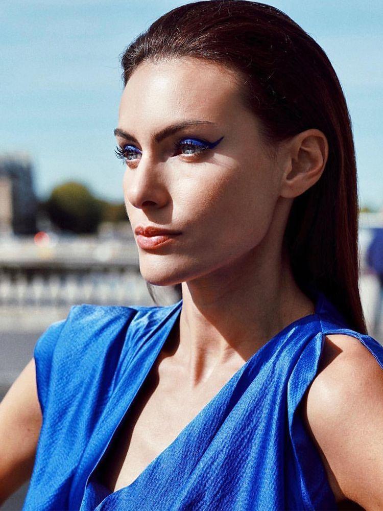 Get the look of Paola Turani Ottieni l'effetto Paola Turani con WYCON cosmetics in pochi e semplici step